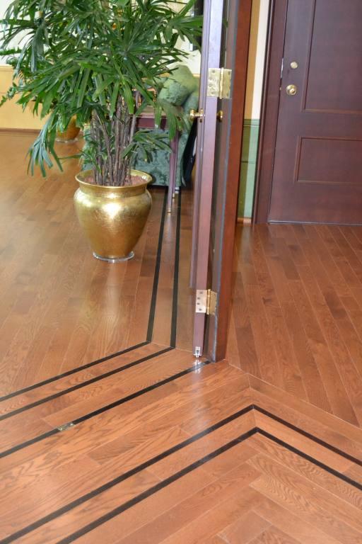 Plancher en chêne avec bordure en wenge